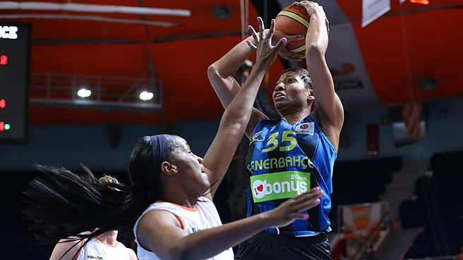 Angel McCoughtry 24 punti a Montpellier